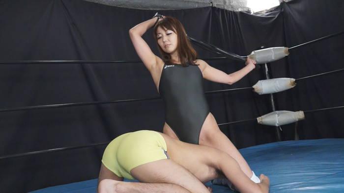 ドS熟女市川彩香がミックスファイトで男性レスラーを叩きのめす!と思いきや逆にやられて辱めを受けるエロい格闘技動画AV