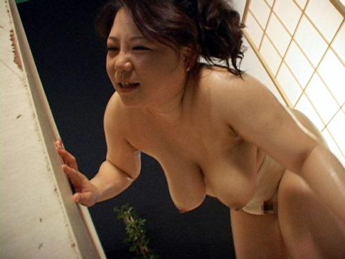 豊満巨女小宮由梨絵と巨乳の女の女相撲対決するアダルト動画AV作品で負けたほうがレズ攻撃でイカされる