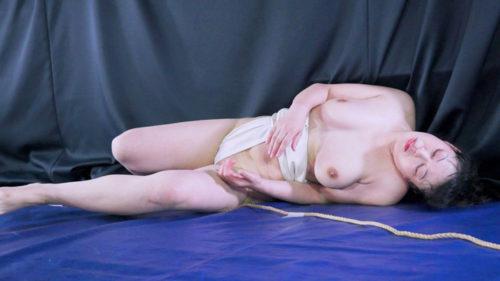 豊満巨乳熟女由紀なつ碧と綾瀬美春が男性相手に男女混合相撲いわゆるミックスファイトで対決するエロいAV格闘技相撲動画